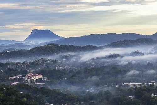 srilanka kandy mist sunrise mountain hotel canon
