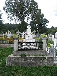 Mormântul episcopului Partenie Ciopron de la Mănăstirea Văratec