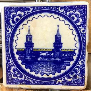 #oberbaumbrücke #berlin #kreuzberg #friedrichshain #bvg #ubahn #ubahnberlin #marble #marmor #bluetiles #delftblue #henribanks
