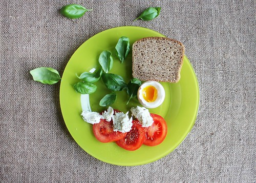 Bread on Green Ceramic Plate - Credit to http://homedust.com/   by Homedust