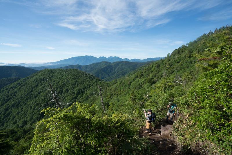 田代山の開放感のある登山道