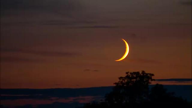 Setting Waxing Crescent Moon 15/07/18