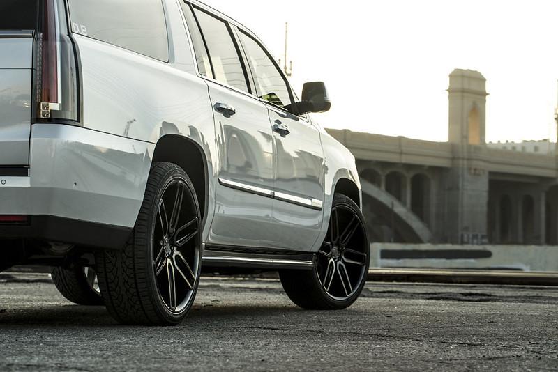2017 Cadillac Escalade ESV w BD17-6 Gloss Black L (1)