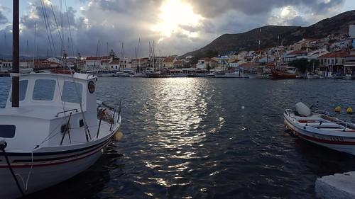 harbour pythagorion sunsetlight brokenclouds sunraysreflection aegeansea samosisland