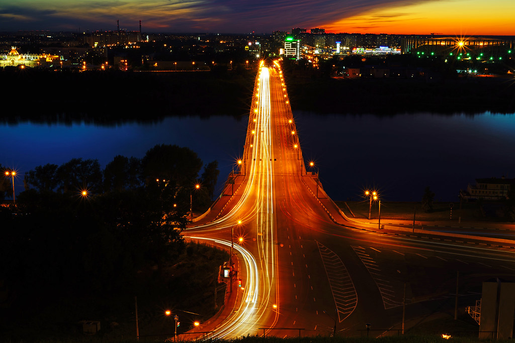Nizhny Novgorod by night. Traffic across Oka river