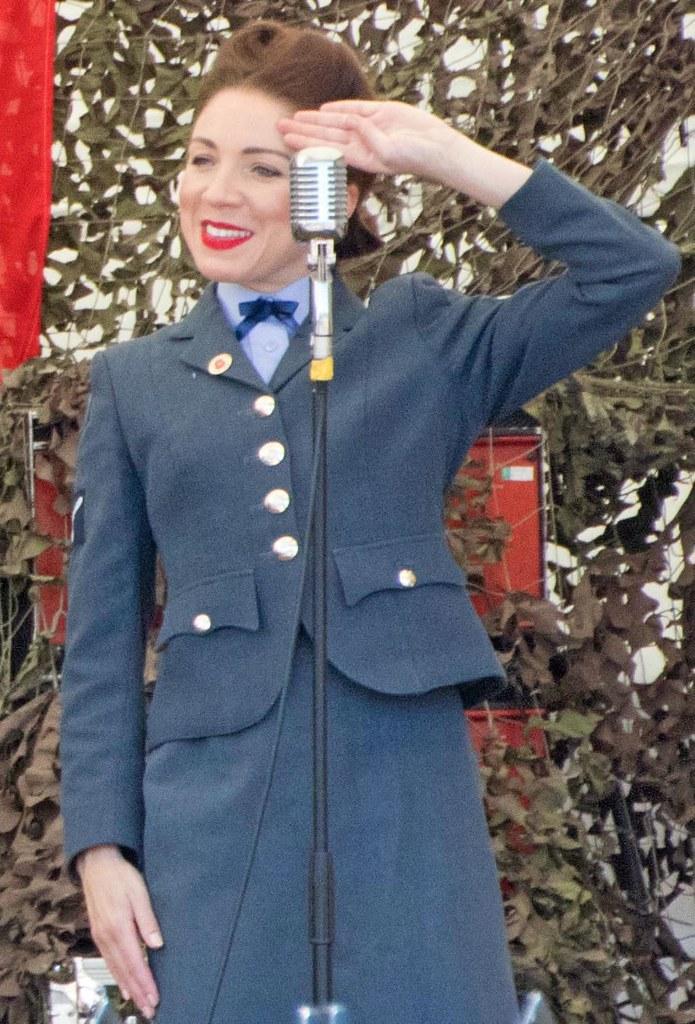 D  Day Darlings  | Singing classic wartime songs on Kiddermi