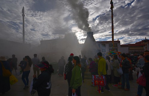 tibetབོད བོད་ལྗོངས། 2017 ༢༠༡༧་ ©janreurink tibetanplateauབོད་མཐོ་སྒང་bötogang tibetautonomousregion tar ütsang lhasa jokhang lhadentsuglakhang jowokhang ཇོ་ཁང་ barkhorstreet tibetanབོད་པböpa sunriseཉི་ཤར།nyishar sunisrisingཉི་མ་འཆརnyimanchar tibetanpeopleབོད་མིbömi བོད་འབངསbömbang thewildfolksoftibetབོད་སྲིནbösin tibetanpeopleབོད་རིགསbörik incensesmokeofferingལྷ་བསང་lhabsang religiousceremonyofburningincensejuniperetcབསངས་གསོལbsangsgsolsangsöl cloudsofincensesmokeསྤོས་ཀྱི་དུད་སྤྲིནsposkyidudsprinpökyidütrin fragranttreegoodforincensenonpricklyhimalayanjuniperབདུག་སྤོས་ཤིང༌bdugsposshingdukpöshing
