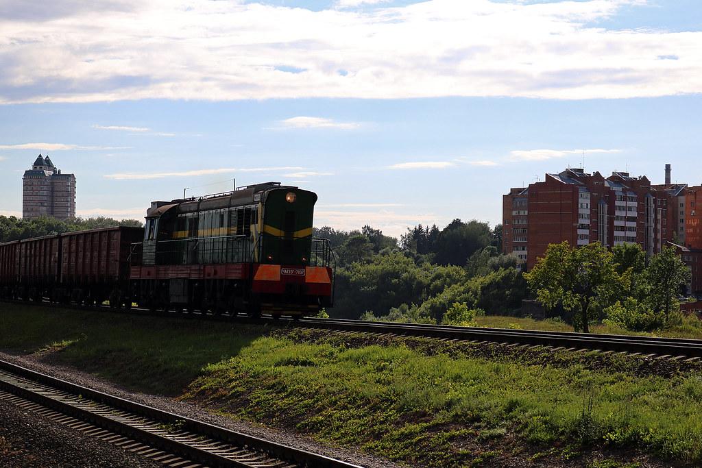 ЧМЭ3-7107 с грузовым составом на перегоне Могилёв-2/Могилёв-1.