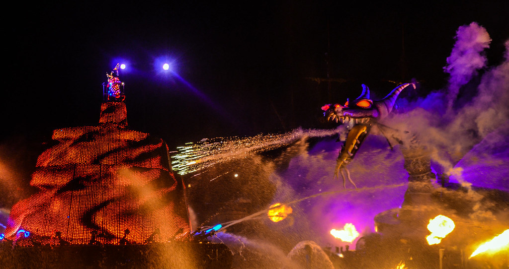 Dragon dying Fantasmic! TDS