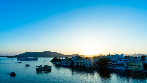 udaipur india asia fujifilm fuji fujix xt2 landscape color scenery lake water boat outdoor summer sunset mountains city