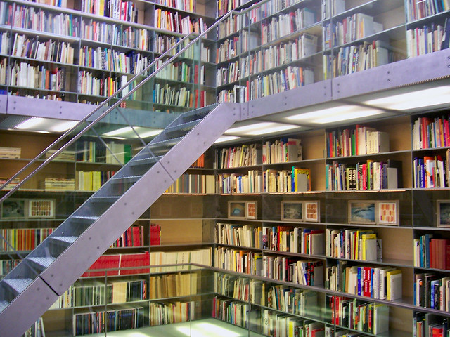 Van Abbe museum: Library