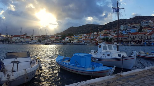harbour pythagorion boats sunsetlight sunraysreflection samosisland