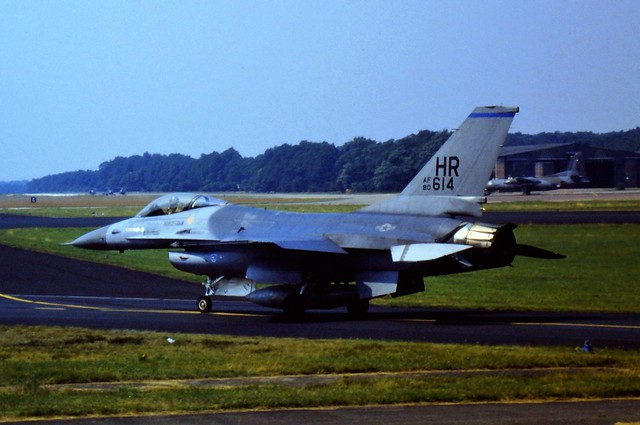 F-16A 80-0614/ HR 10th TFS/ 50th TFW USAFE (Hahn Air Base, Germany). Soesterberg Air Base, the Netherlands. August 1985. (Scanned from Dia)