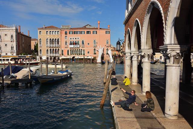 Venice / Campo della Pescaria / Grand Canal / Ca'Sagredo / SUPPORT : Lorenzo Quinn