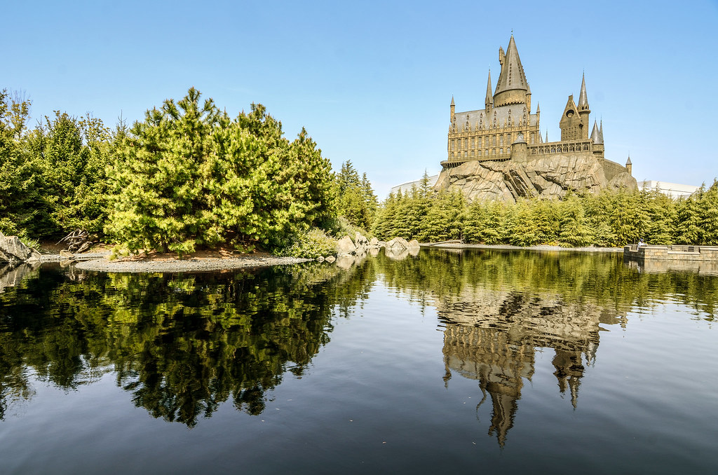 Hogwarts lake reflection USJ