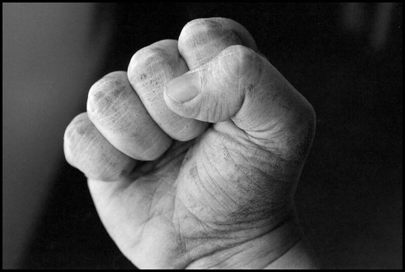 «От каждого по его способностям, каждому по его труду» - Da ciascuno secondo le sue possibilità, a ciascuno secondo il suo lavoro.