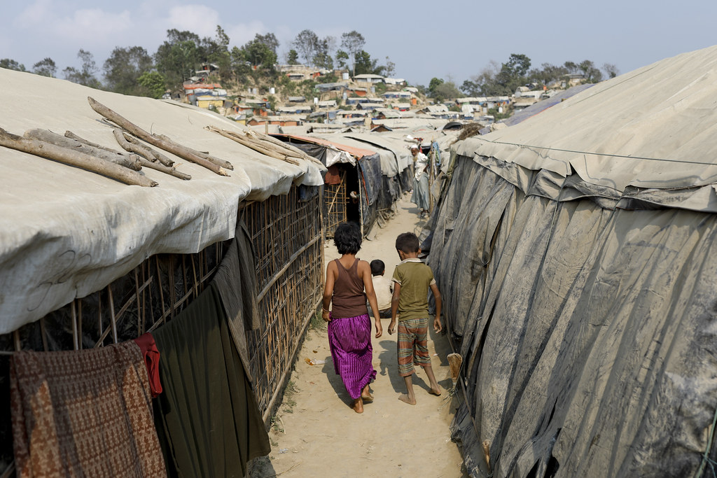 Bangladesh: helping the Rohingya refugees