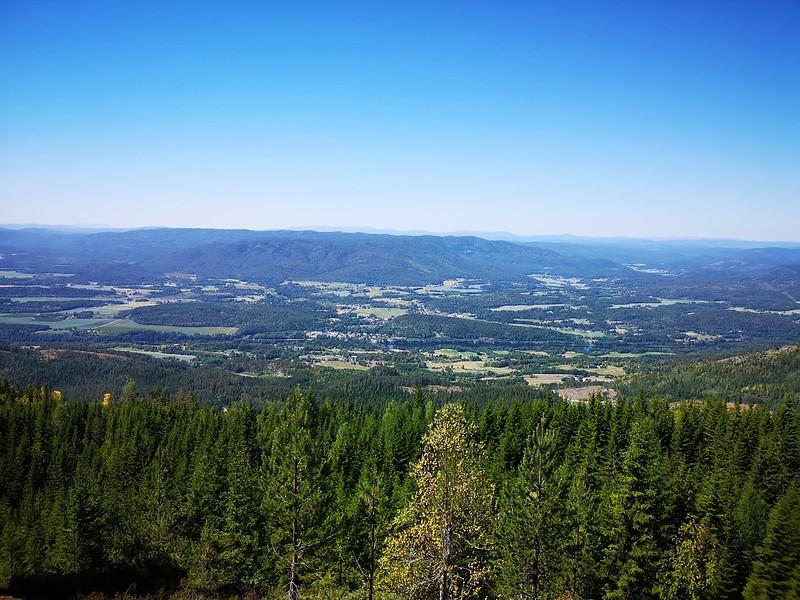 21-Utsikt mot Skotselv og Hotefjell fra Snaukollen (drone)