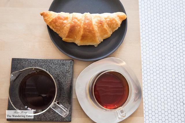 Croissant and Colombia Brunilda Lasso single origin coffee (pour over)