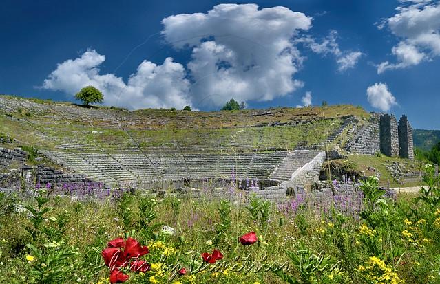 Αρχαίο θέατρο Δωδώνης Ancient theater of Dodoni