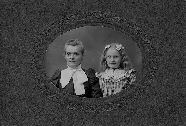 Hattie Waterman and daughter, Nettie Waterman, circa 1905 (obverse)