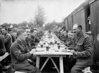 Farewell dinner for General Lipsett, 2nd Infantry Brigade / Souper d'adieu pour le général Lipsett, 2e Brigade d'infanterie