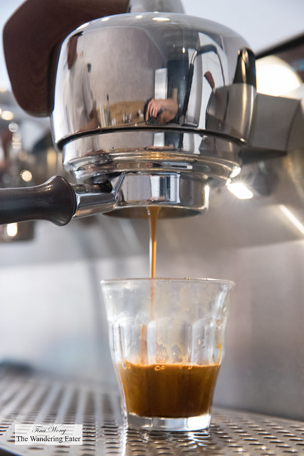 Pulling espresso