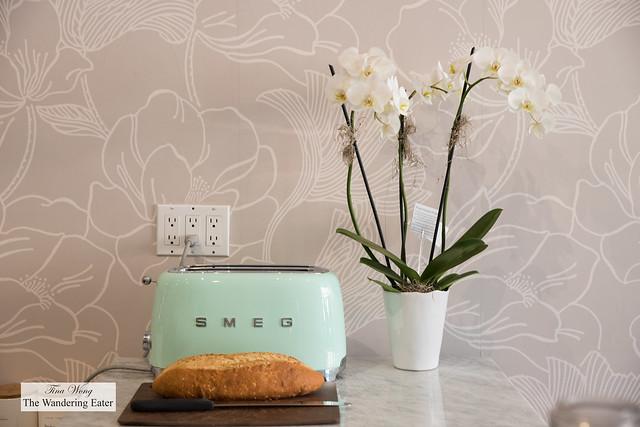 Retro inspired toaster