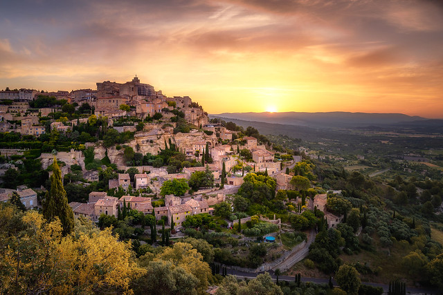 Gordes-Sunrise