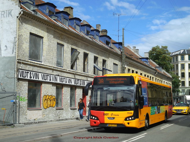 Building scheduled for demolition passed by UMOVE VDL 7536 route 3A