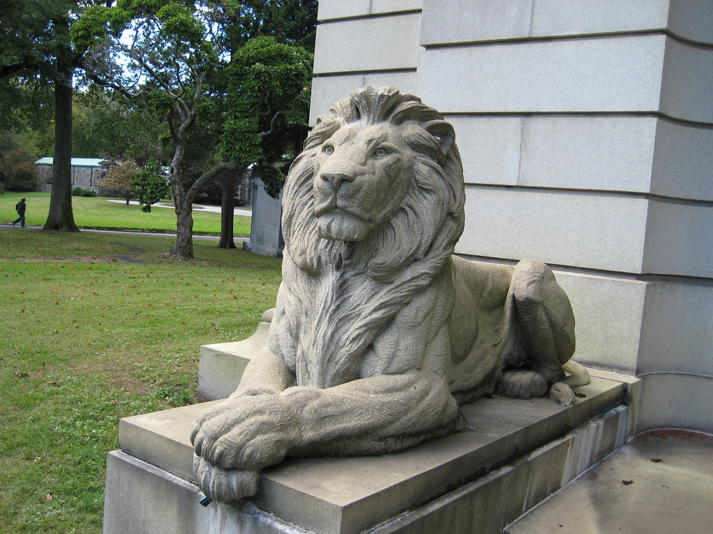 Stone Lion Statues In The Bronx Nyc Lions 1137 Two Stone