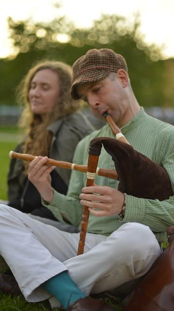 Playing the swedish bagpipe