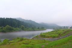 只見川名物 夏の川霧