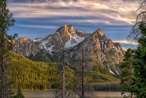 sunrise dawn daybreak morning firstlight mtmcgown sawtooths sawtoothmountains stanleylake stanley idaho peaks