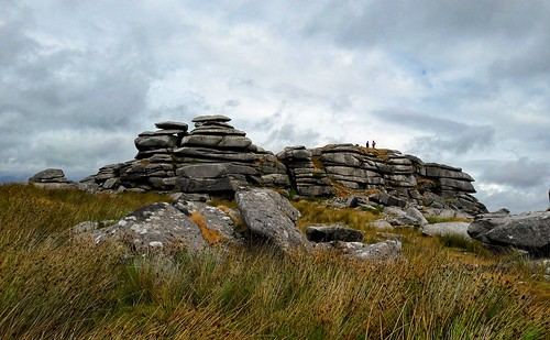 roughtor bodminmoor 7dwf landscapephotography camelford cornwall southwestengland humans silhouettes perspective stones rocks piedras