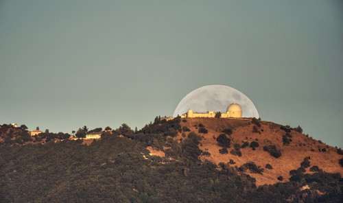 fav200 lickobservatory sanjose sanfranciscobay sanfranciscobayarea california mthamilton night moon moonrise sky outdoor clear skyline observatory building mountain longlens sony sonya7 a7 a7ii a7mii alpha7mii ilce7m2 tamron tamronsp150600mmf563 1xp raw photomatix hdr qualityhdr qualityhdrphotography landscape