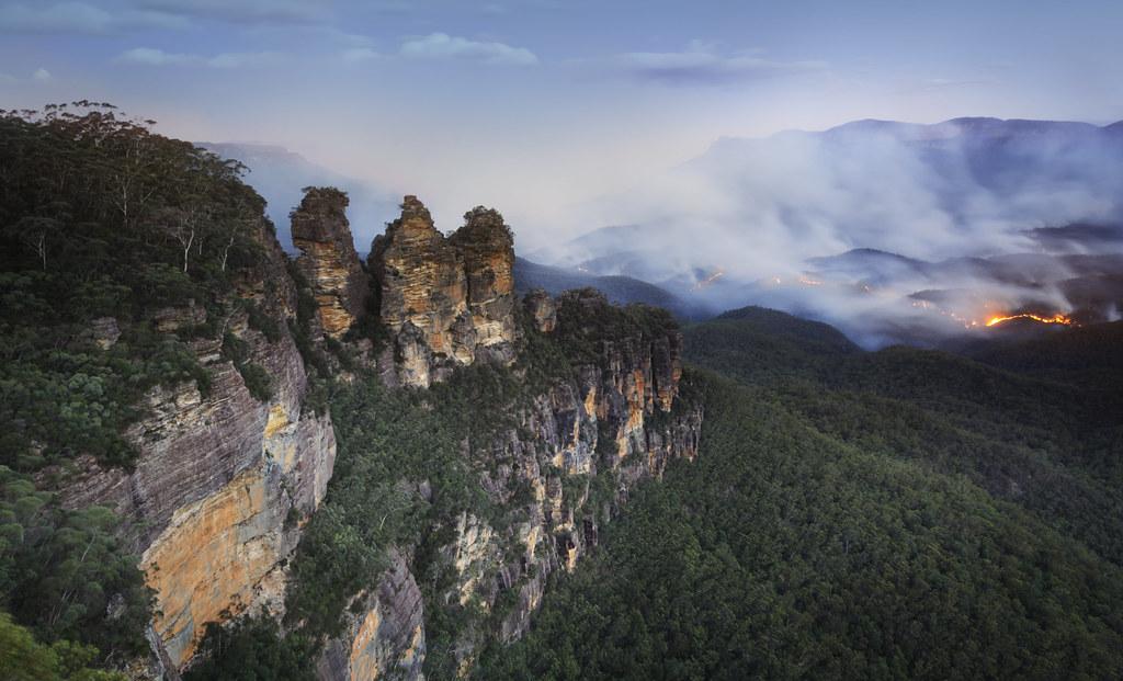 Bushfires Near Three Sisters Blue Mountains Australia