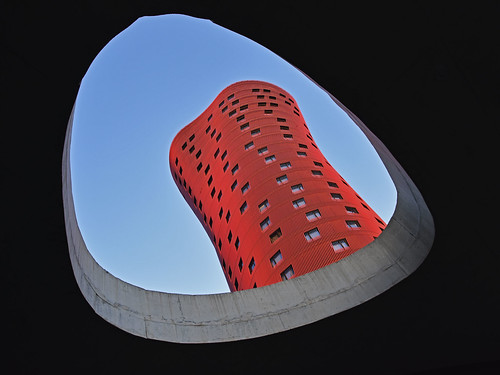 sky hole pointofview architecture building skyscraper tower red frame city modern contemporary futuristic catalunya barcelona spain europe deconstructivism graphism portafira hotel toyoito hotelportafira l´hospitalet l´hospitaletdellobregat accommodation tourism summer contrast lookingup travel