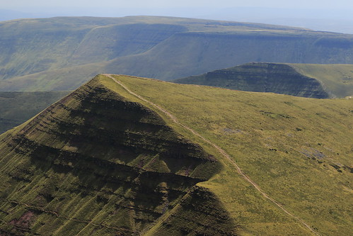 wales breaconbeacons wales2018 penyfan nature landscape hills shadows mountains scenic eos7dmkii avril