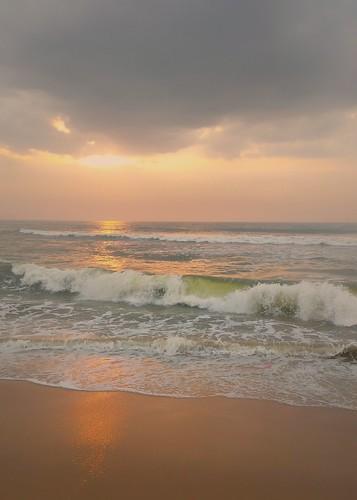 sunrise incredibleindia chennai bayofbengal waves