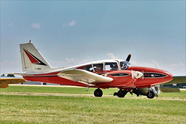 C-GWIQ : Piper PA-23-250 Aztec
