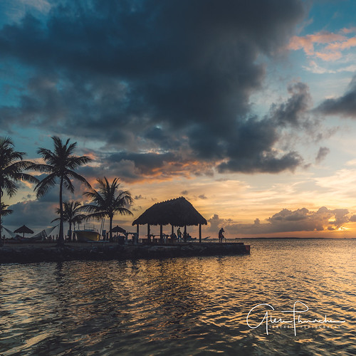 sony a7r2 sonya7r2 ilce7rm2 fe1635mmf4zaoss fx fullframe scenic landscape waterscape nature outdoors sky clouds colors sunset reflections tropical island tikihut floridakeys keylargo florida beach ocean overseashighway