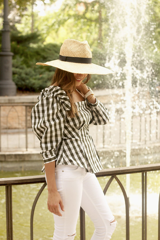 vichy top uterqüe mustard mules white jeans straw hat street style summer outfit 201814