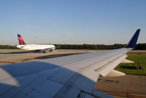 aircraft airplanes airliners planes wing atk katl atlanta airport window seat view