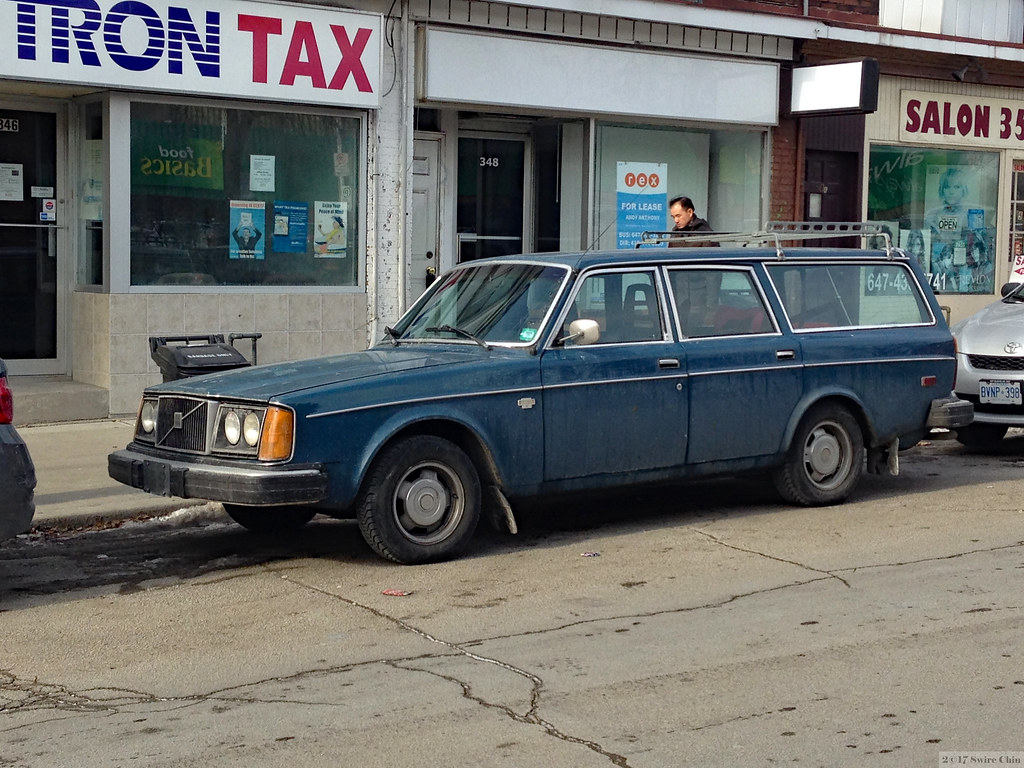 Old Volvo Station Wagon Is This A Volvo 265 It S On The B