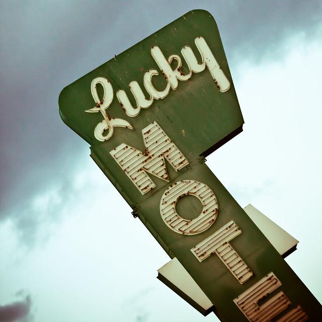 Lucky Motel