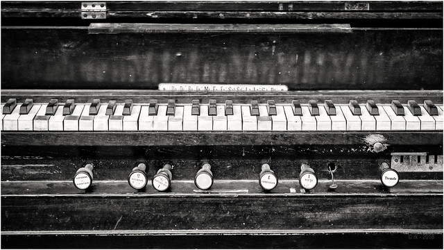 The old Harmonium...