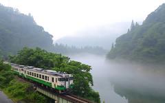 早戸駅と只見川「霧幻峡」