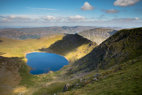 lakedistrict lake district cumbria striding edge stridingedge helvellyn red tarn redtarn summer july sunny shadow water blue hills mountains mountain quiet sun warm high landscape landscapes land scape walking hiking hike climb england 2018