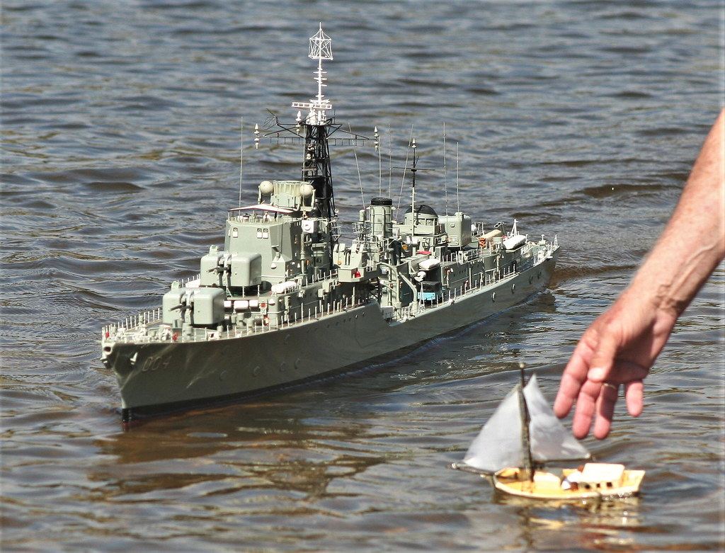 HMAS Voyager | A 1/72 scale model Daring class Destroyer   N